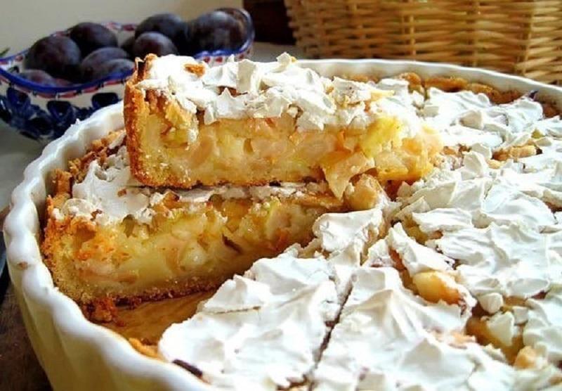 Идеальный пирог — ни убавить ни прибавить! Сочные яблоки и нежный сметанный крем.