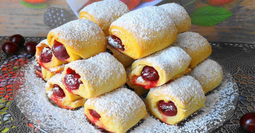 «Вишни под снегом» за 30 минут — невесомое и хрустящее печенье с кислинкой. Замороженные ягоды тоже подойдут.